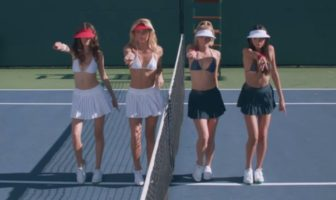 DJ Cassidy fait danser des tennis girls sexy