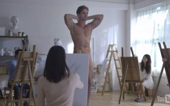 Un homme pose nu, vous n'allez pas croire ce qu'elle dessine