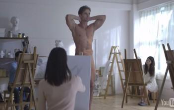elle dessine un homme nu