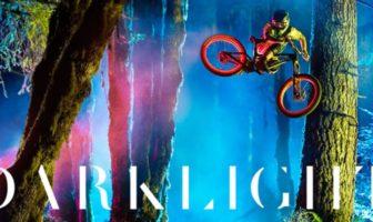 darklight : film de vtt freeride avec de la lumière