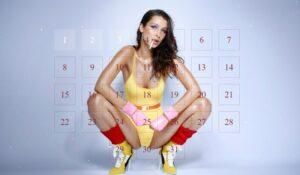 Bella Hadid dans le calendrier de l'avent sexy 2016 du magazine LOVE