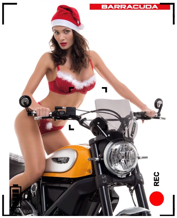 Karyna Bondar en mère Noël sexy dans le calendrier moto Barracuda 2016