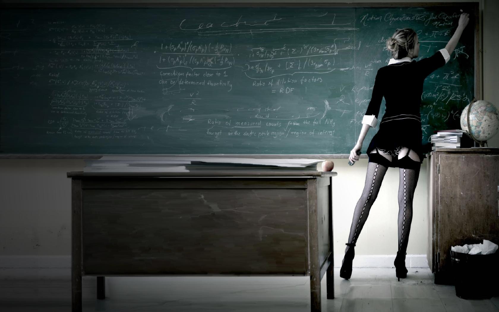 Institutrice-enseignante-professeure-maitresse-sexy