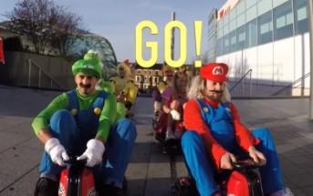 Ils font une vraie course de Mario Kart dans un centre commercial