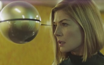 Voodoo In My Blood : le clip de Massive Attack avec Rosamund Pike