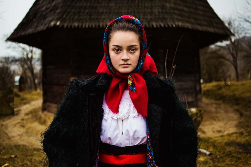The Atlas of Beauty : femme de Maramures, Roumanie