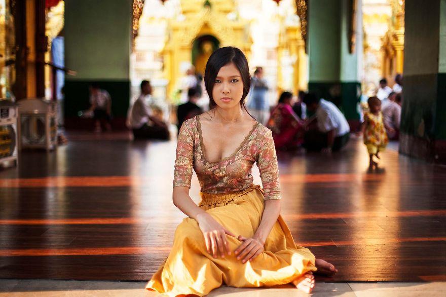 The Atlas of Beauty : femme de Yangon, Myanmar (Birmanie)
