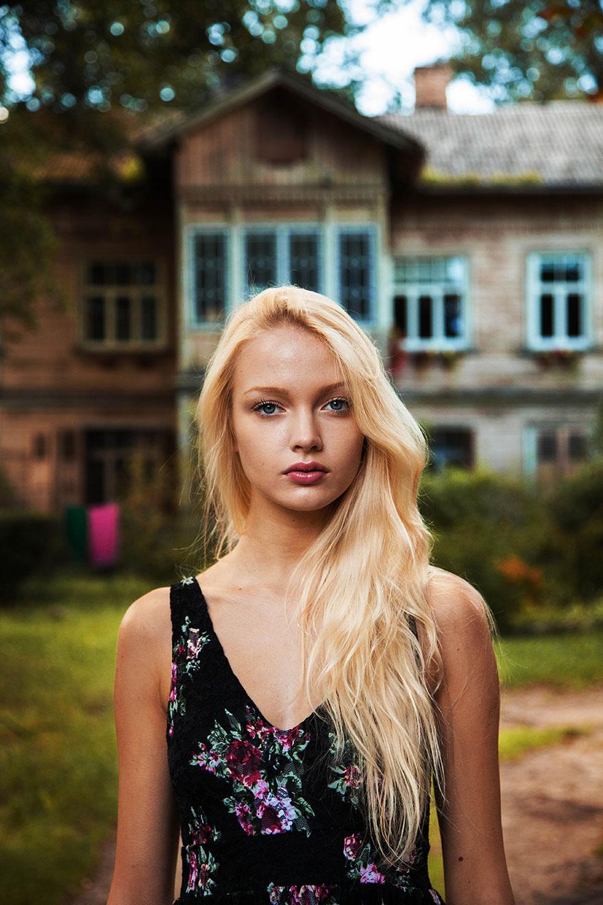 The Atlas of Beauty : femme de Riga, Lituanie