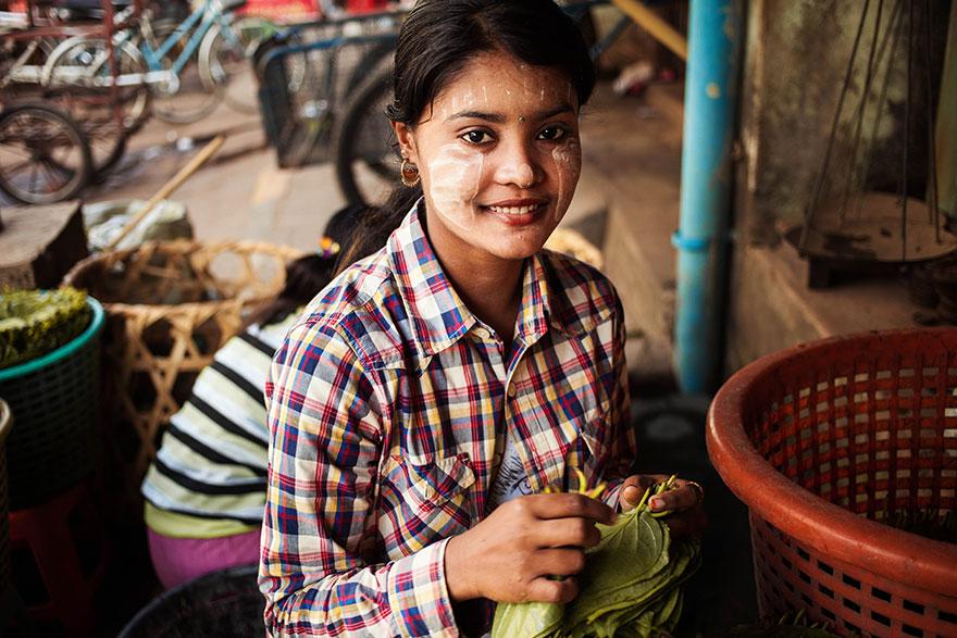 The Atlas of Beauty : femme de Mawlamyine, Myanmar (Birmanie)