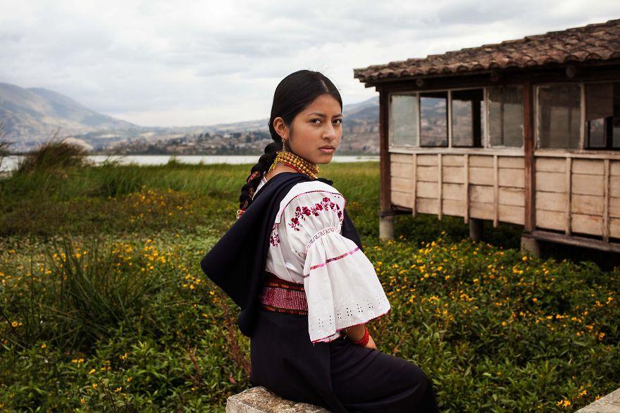 The Atlas of Beauty : femme de Otavalo, Equateur