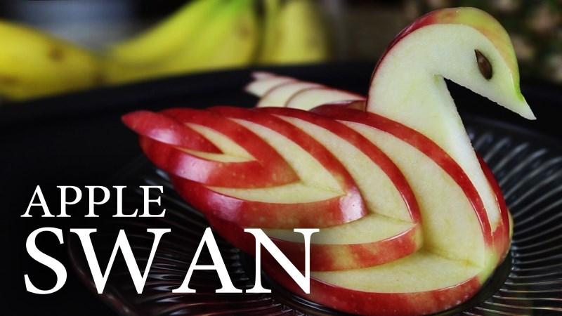 Apple Swan : le cygne fait en découpant une pomme