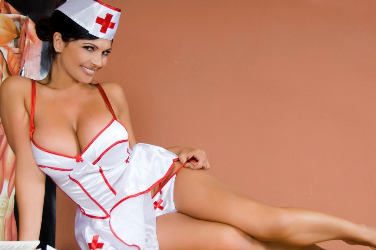 sexy-nurse-infirmere-femme-medecin