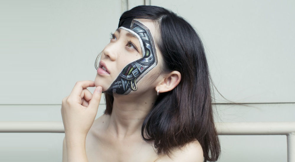 Hikaru Cho et son art de mêler body painting et illusions d'optique