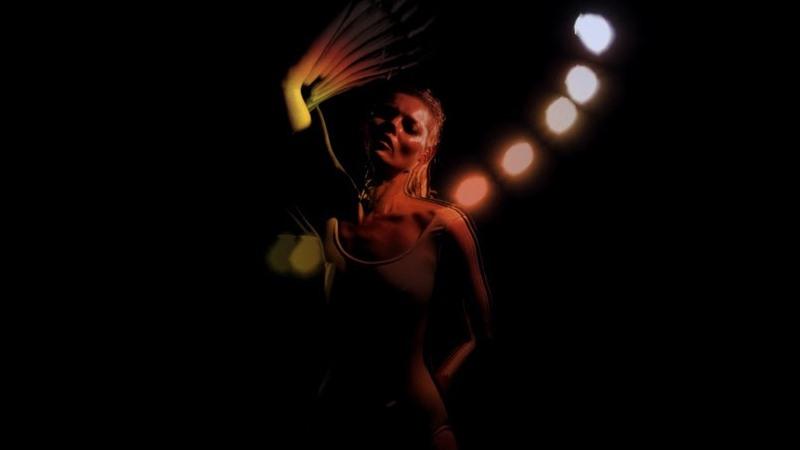 "Kate Moss dans le clip ""Ritual Spirit"" de Massive Attack"