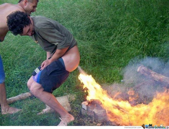 il pete - fait prout - dans un feu