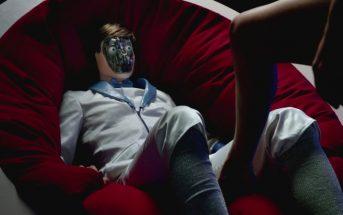Breakbot, My toy : des filles sexy créent un homme robot jouet