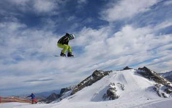Zoe-Gilligs-Brier-snowboard-01