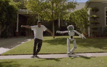 Kaytranada apprend à danser à un robot dans le clip 'Lite Spots'