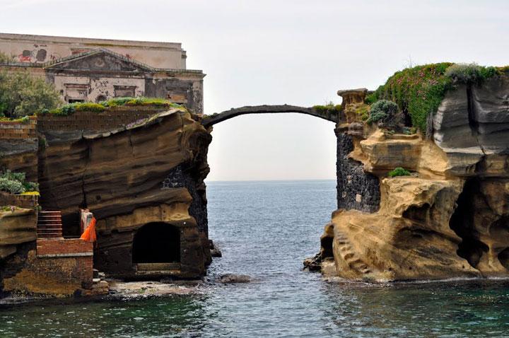 Le pont de Gaiola, Italie