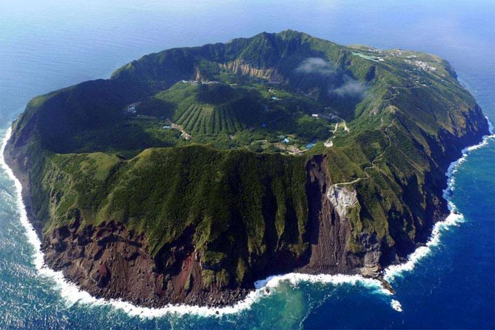Le volcan d'Aogashima, Japon