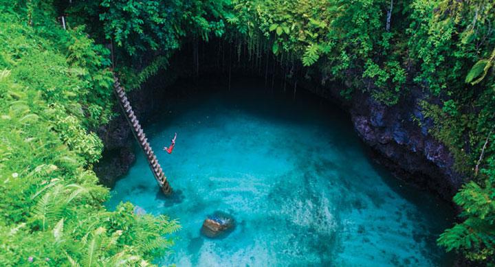 Une piscine naturelle dans le village de Lotofaga, Samoa