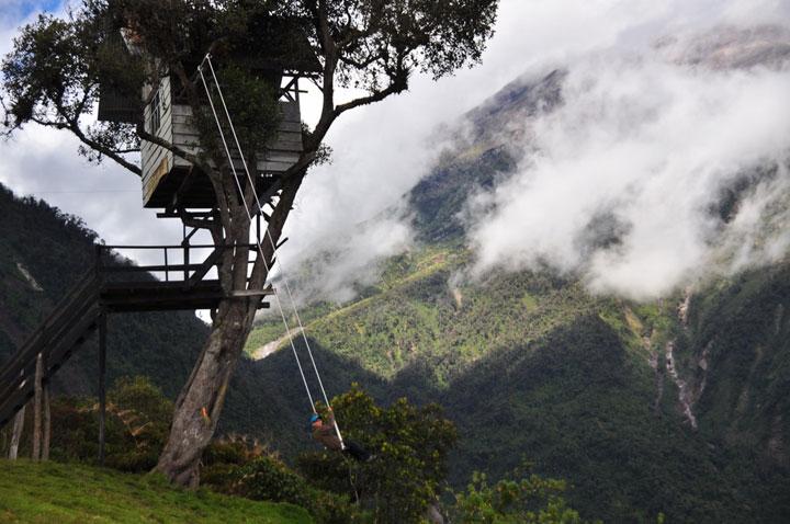 """La balançoire """"Au Bout du Monde"""" à Banos, Equateur"""