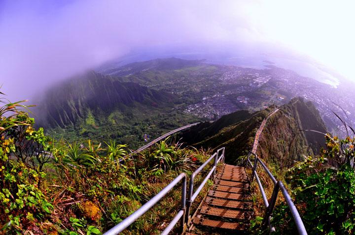 Les escaliers d'Oahu à Hawaï, Etats-Unis