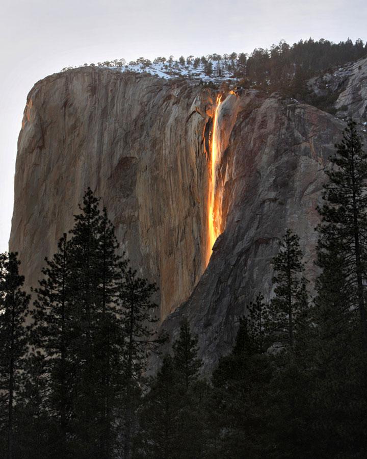 Cascade dans le parc du Yosemite en Californie, Etats-Unis