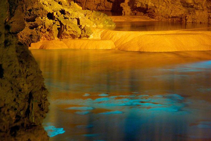 Les grottes de Gyokusendo, Japon