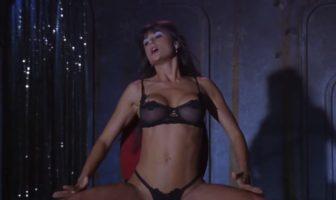 Demi Moore dans le film Striptease, l'une des scène les plus sexy et érotique de l'histoire du cinéma moderne