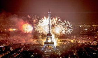 feu d'artifice du 14 juillet 2016 à la tour eiffel à Paris