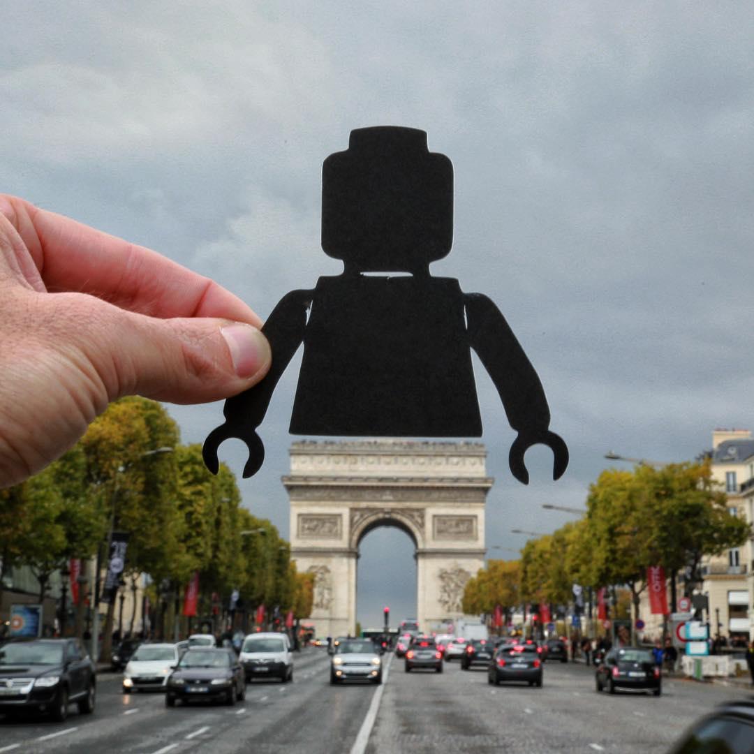 paperboyo : l'arc de triomphe lego à Paris