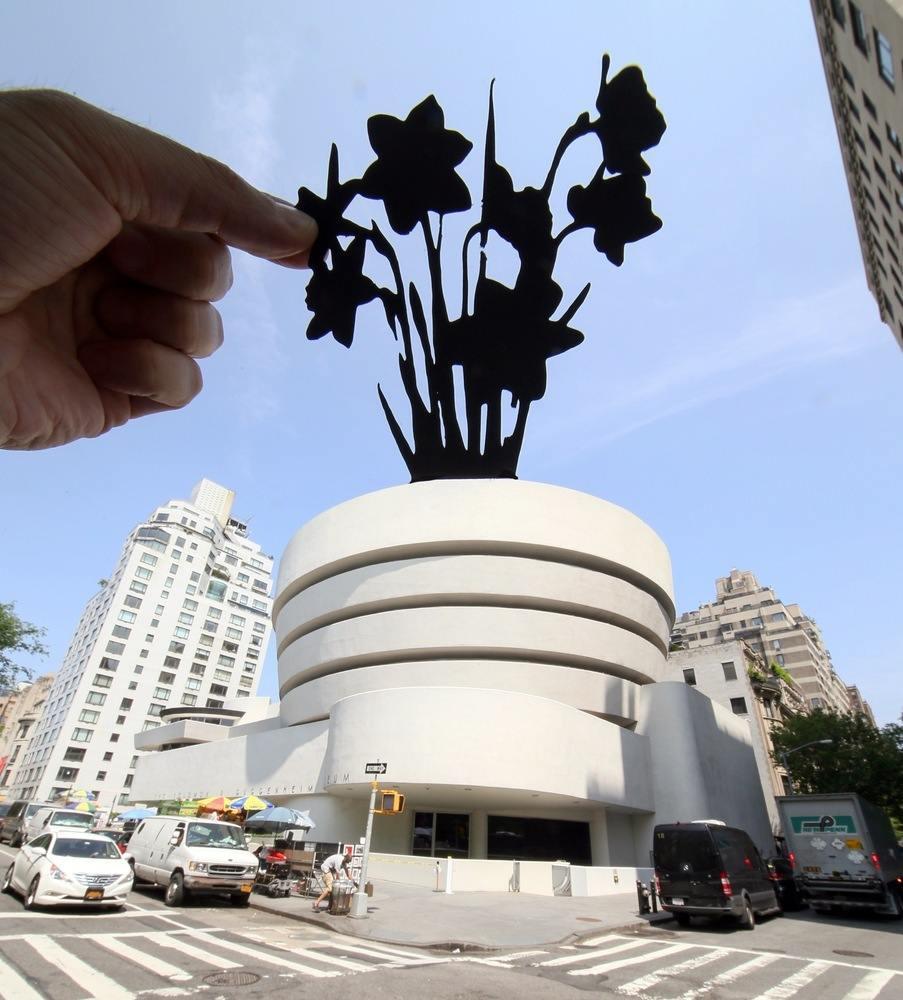 paperboyo : le musée Guggenheim de New-York transformé en pot de fleur