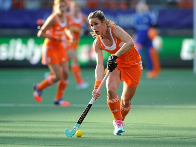 Ellen-Hoog-hockey-sur-gazon-Hollande-01