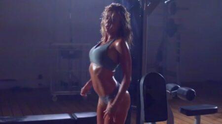 La danse sexy d'Enora Malagré qui parodie du clip 'Fade' de Kanye West dans TPMP