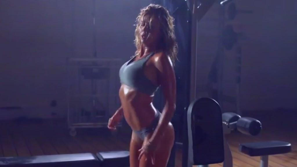 La danse sexy d'Enora Malagré qui parodie du clip'Fade' de Kanye West dans TPMP