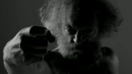 Vincent Cassel dans le clip de Black M - Cheveux blancs