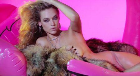 Hannah Ferguson dans le calendrier de l'avent sexy 2016 du magazine LOVE