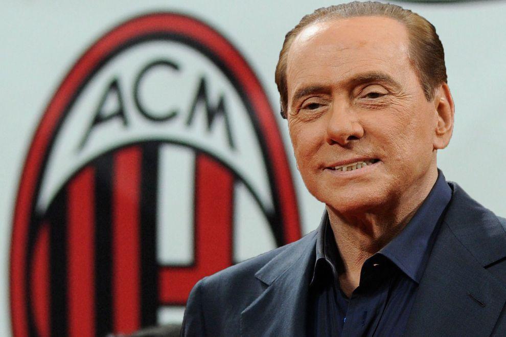 Silvio Berlusconi a vendu le club Italien du Milan AC à des investisseurs chinois