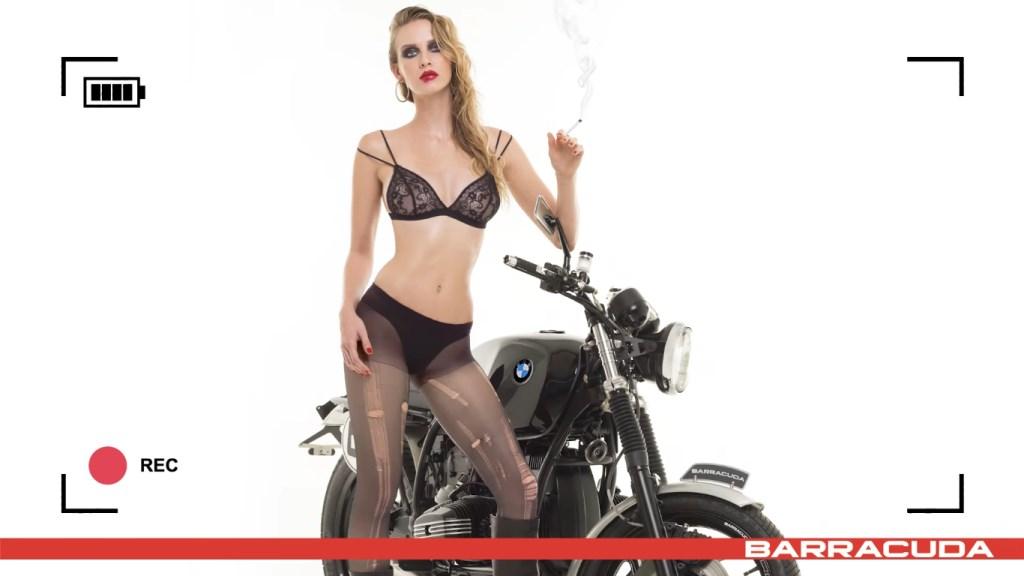 Calendrier Moto sexy Barracuda 2017 : Tatiana Fisher rockeuse punk sur sa BMW