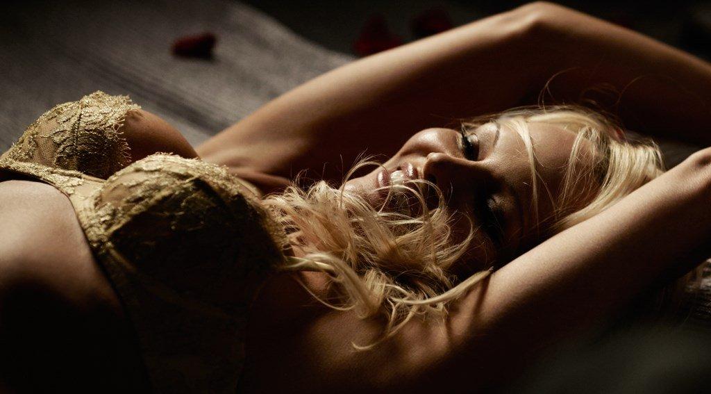Pamela Anderson x Coco-de Mer : la pub sexy de la Saint-Valentin 2017