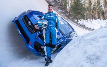 Mark Higgins descend une piste de bobsleigh en Subaru WRX STI