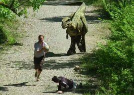 Jurassic Prank : Rémi Gaillard effraie un joggeur avec un t-rex !