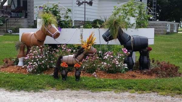 Des petits chevaux avec des seaux