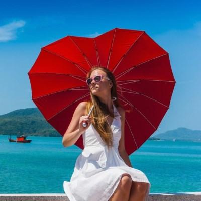 idée cadeau femme : parapluie en forme de coeur