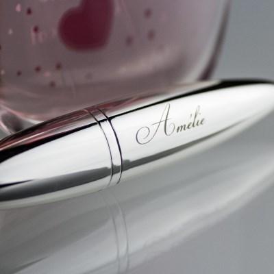 idée de cadeau femme : vaporisateur de parfum design gravé