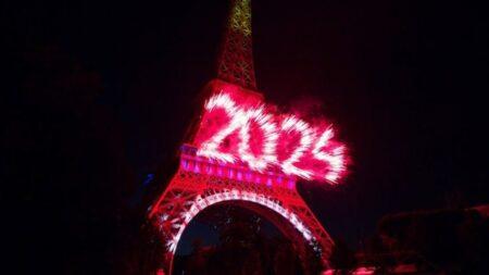 feu d'artifice du 14 juillet 2017 à la tour Eiffel à Paris