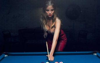 Tease and Hustle : la partie de strip billard coquine d'Agent Provocateur