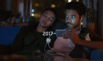 Samsung Galaxy se moque (encore) de l'iPhone d'Apple dans une pub