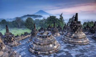 Le temple Borobudur sur l'ïle de Java en Indonésie